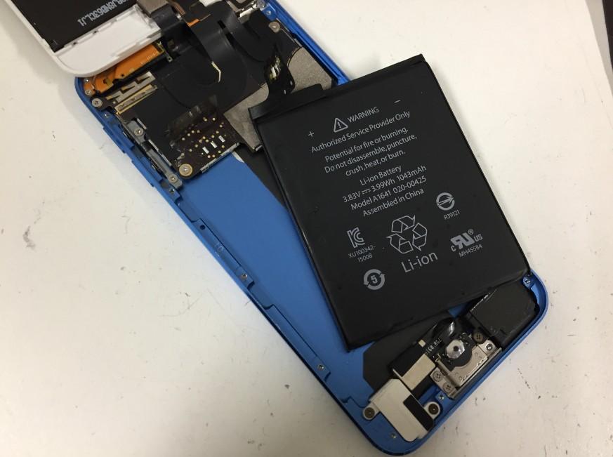 内蔵バッテリーのはんだを取ったiPodTouch6