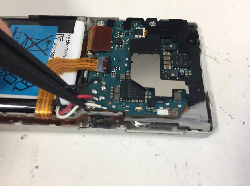 バッテリーのコネクタを外したWALKMAN NW-A17