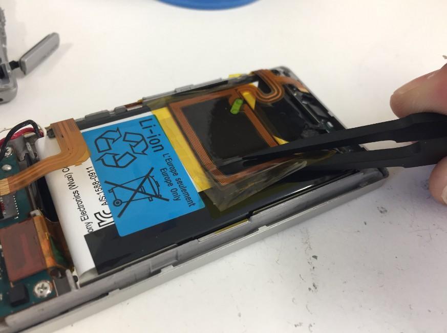 バッテリー上のNFCを剥がしたWALKMAN NW-A17