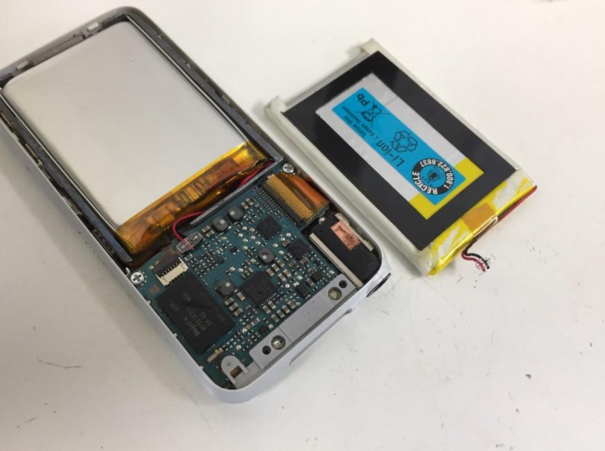 内蔵バッテリーを新品に交換しているWALKMAN NW-S638F