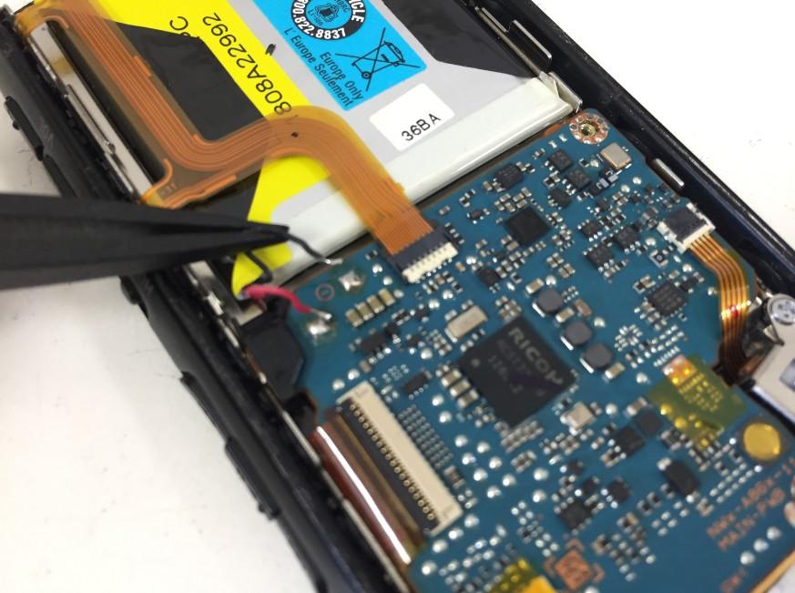 バッテリーコネクタを外したWALKMAN NW-A867