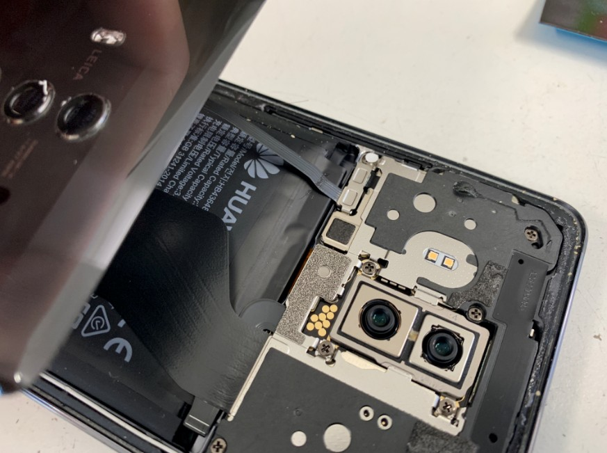 Mate10Proの指紋認証コネクタ接続部分
