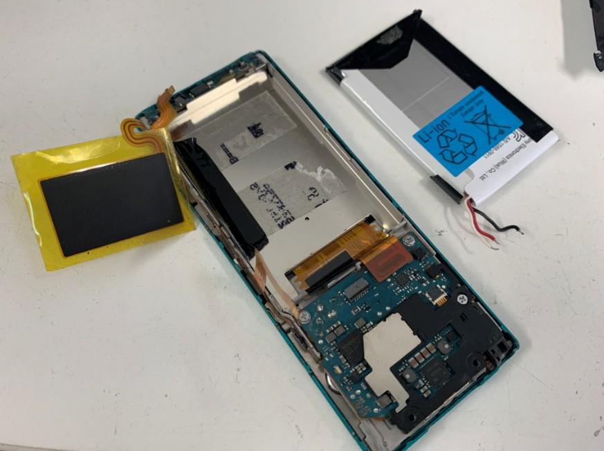内蔵バッテリーを取り出したNW-A16