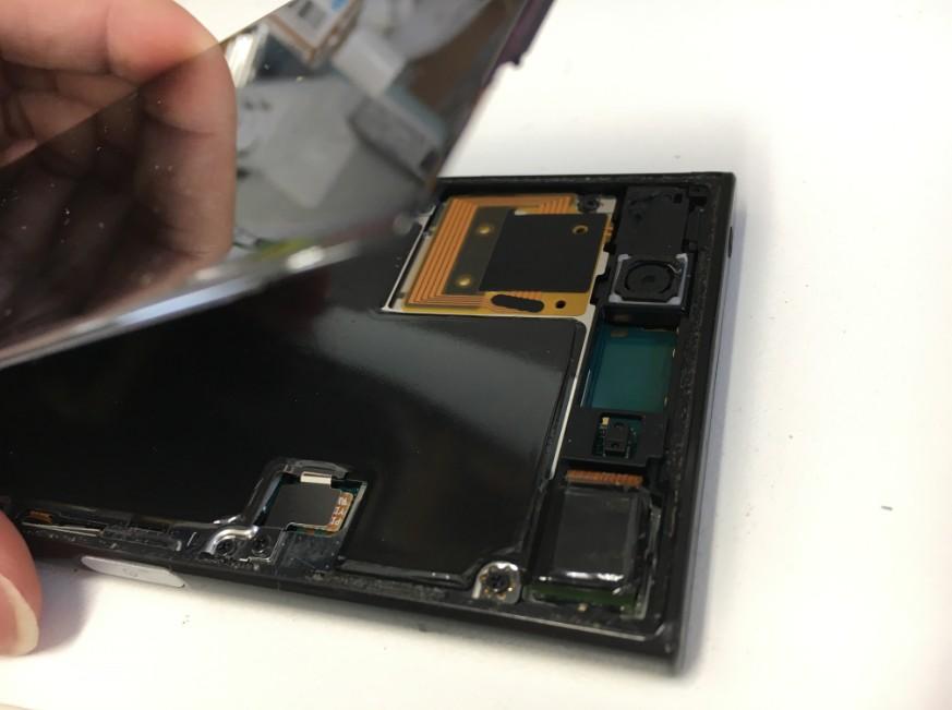 液晶画面を開いたXperia XZ