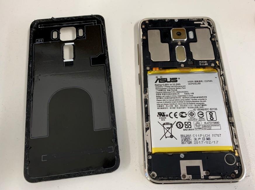 背面ガラスを剥がしたZenfone3(ZE520KL)