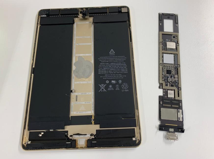 基板を取り出したiPadPro 10.5インチ