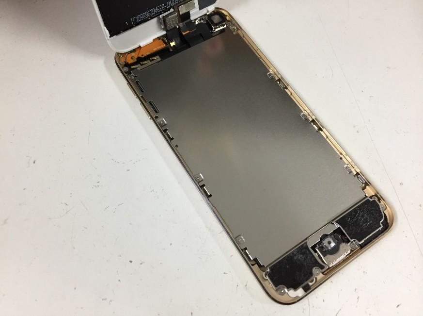 液晶画面を剥がしたiPodTouch第6世代