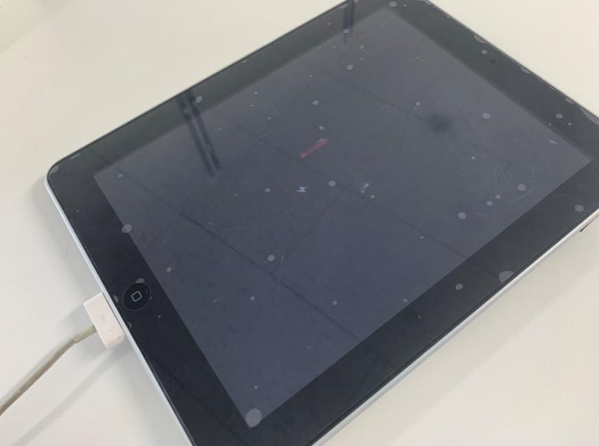 どれだけ充電しても電源が入らない初代iPad