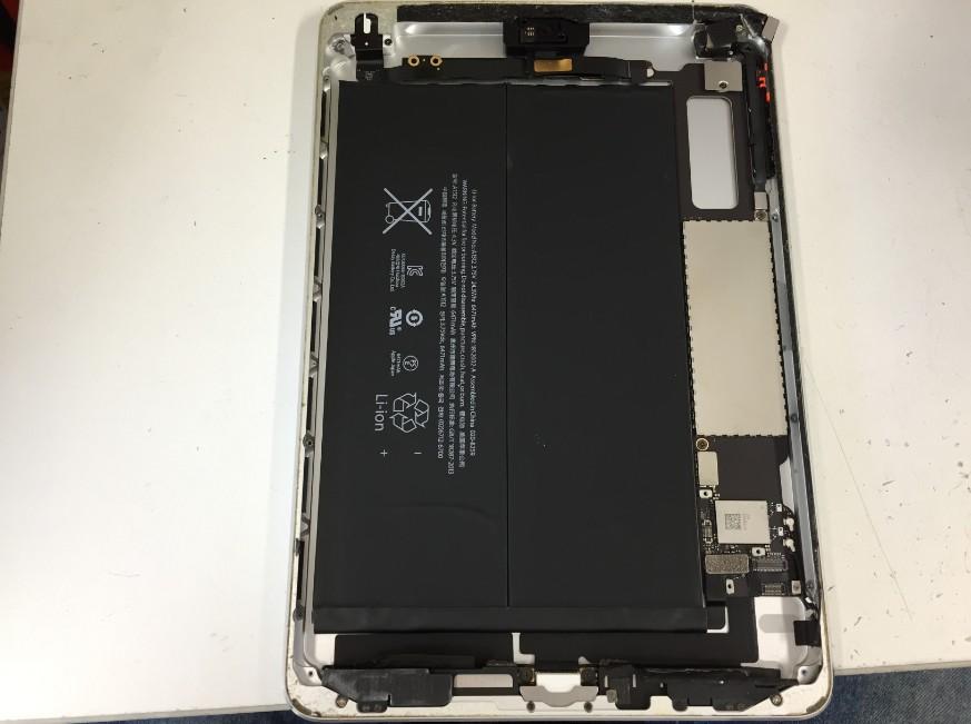 ガラスを剥がし液晶画面を取り出したiPadmini3
