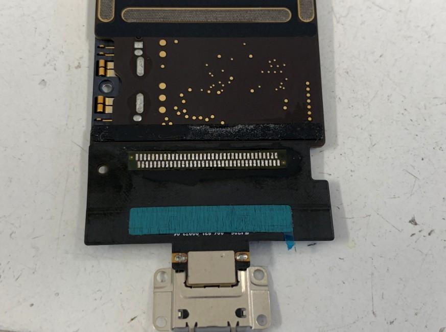 充電口パーツをはんだ付けして充電出来るように改善したiPadPro10.5