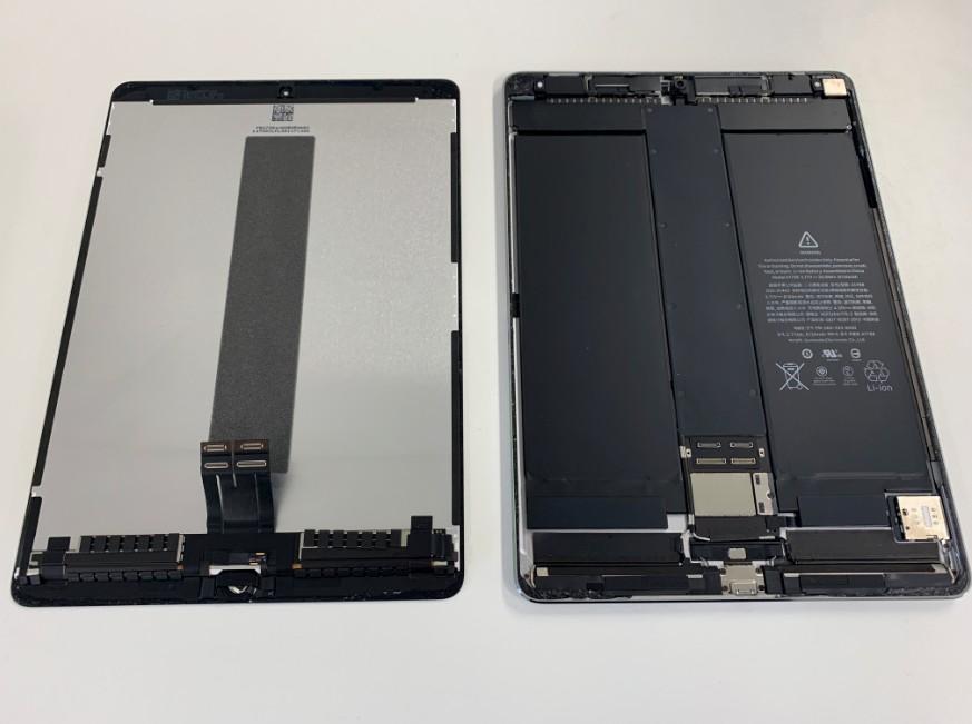 液晶画面を本体から取り出したiPadPro10.5