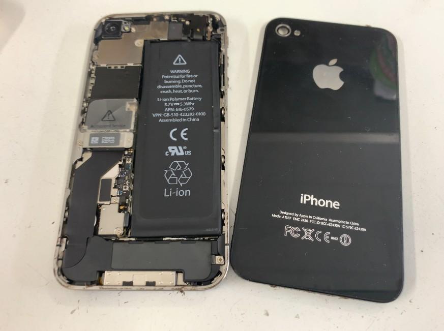 背面ガラスを剥がしたiPhone4s