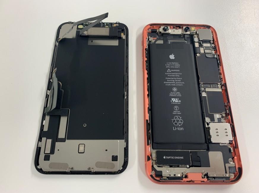 液晶画面を本体から取り出したiPhoneXR