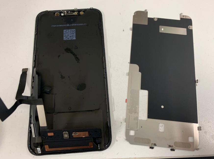 益彰画面裏のヒートシンクを取り出したiPhoneXR