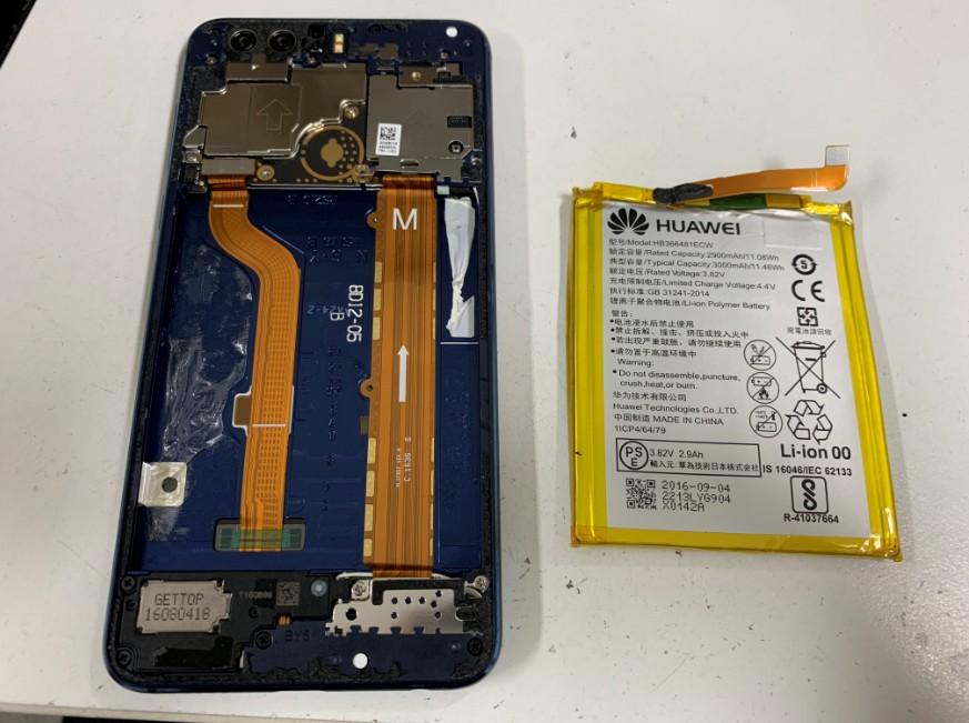 バッテリーを本体から取り出したhonor8