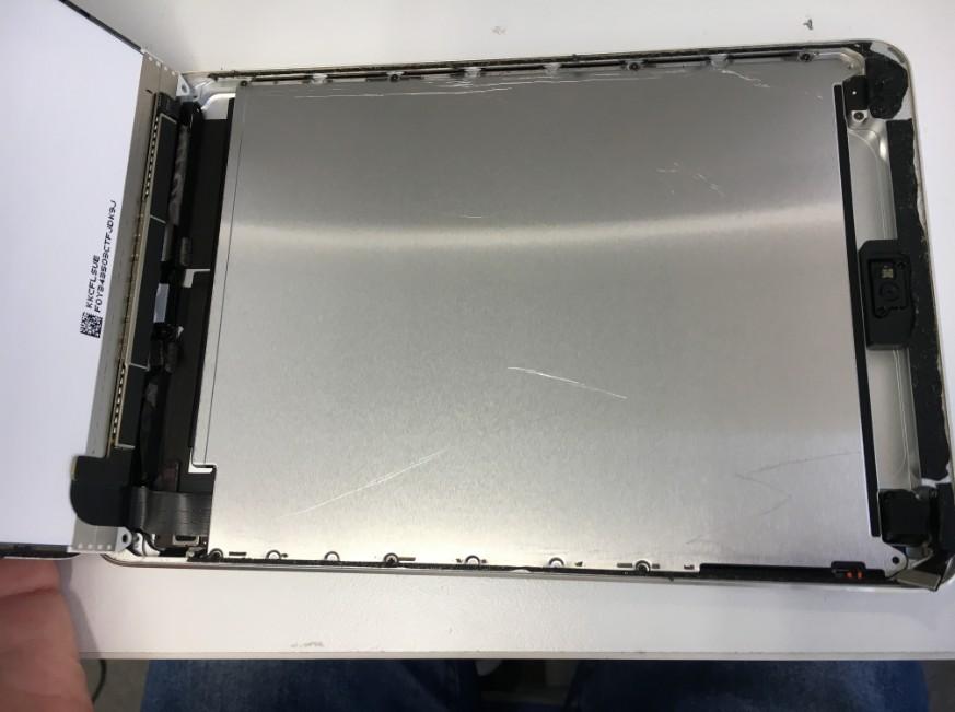 内部の液晶を剥がしたiPadmini2
