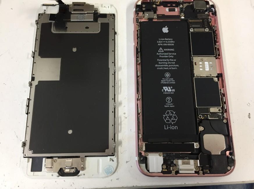 液晶画面を本体から取り出したiPhone6s