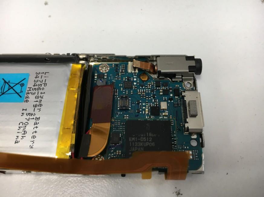 コネクタ類を剥がしたNW-S766