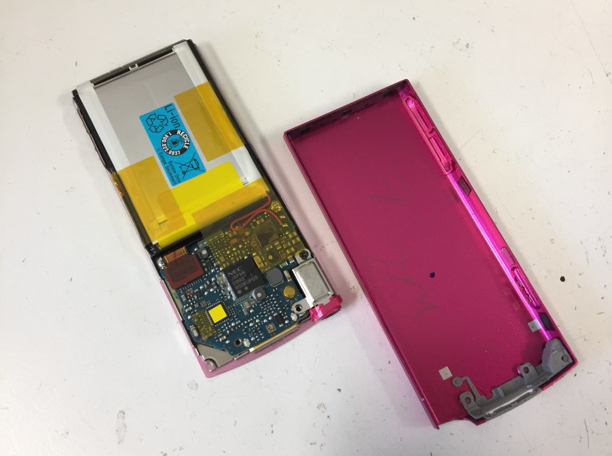 背面パネルをはがしたNW-S644