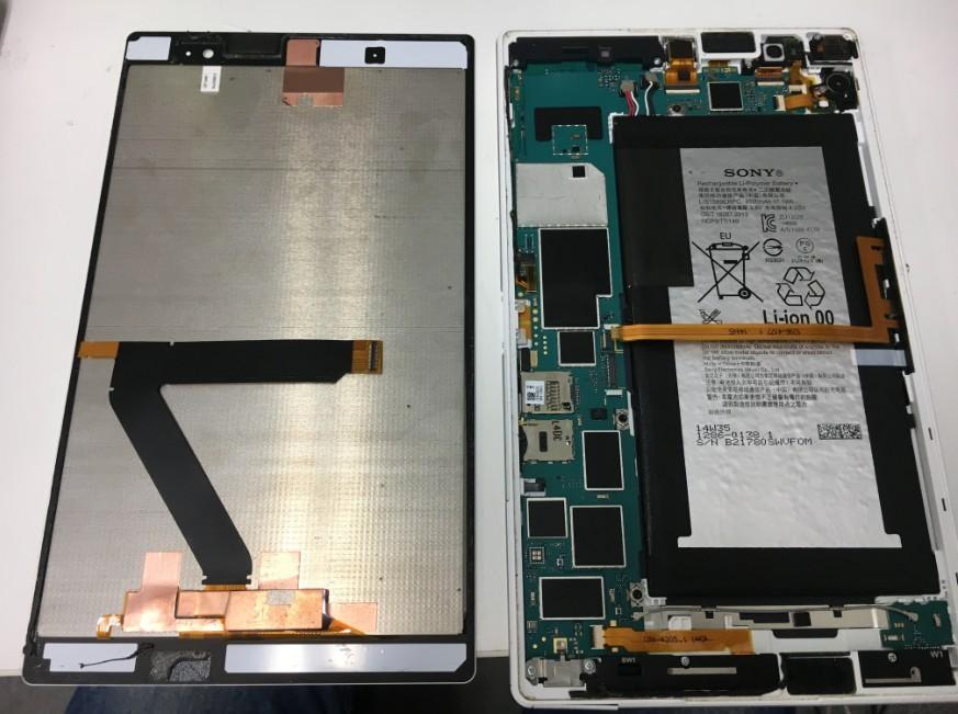 液晶画面を本体から剥がしたXperiaZ3 Tablet Compact