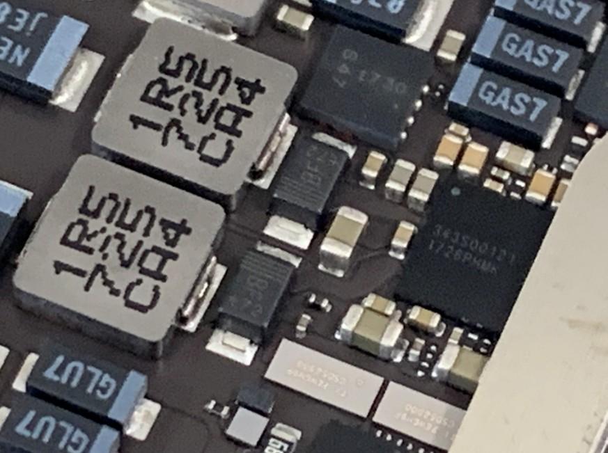 基板修理途中のiPadPro10.5