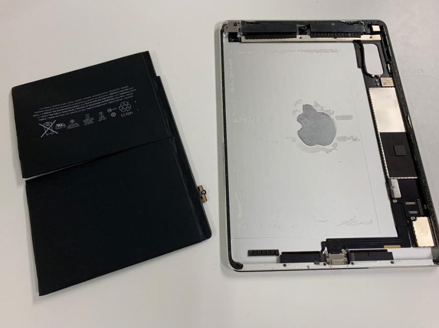 バッテリーを本体から剥がしたiPadAir2