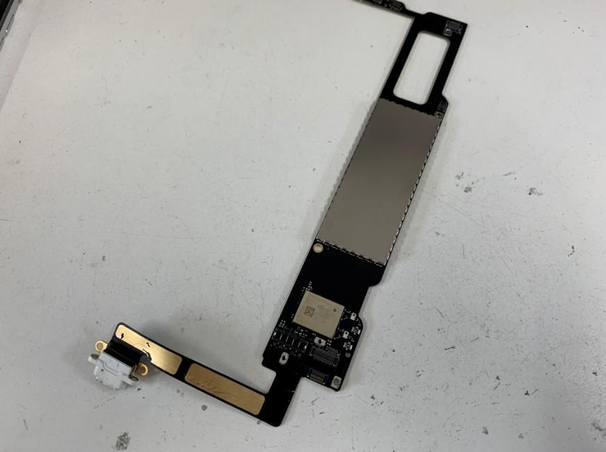 基板を取り出したiPadmini2