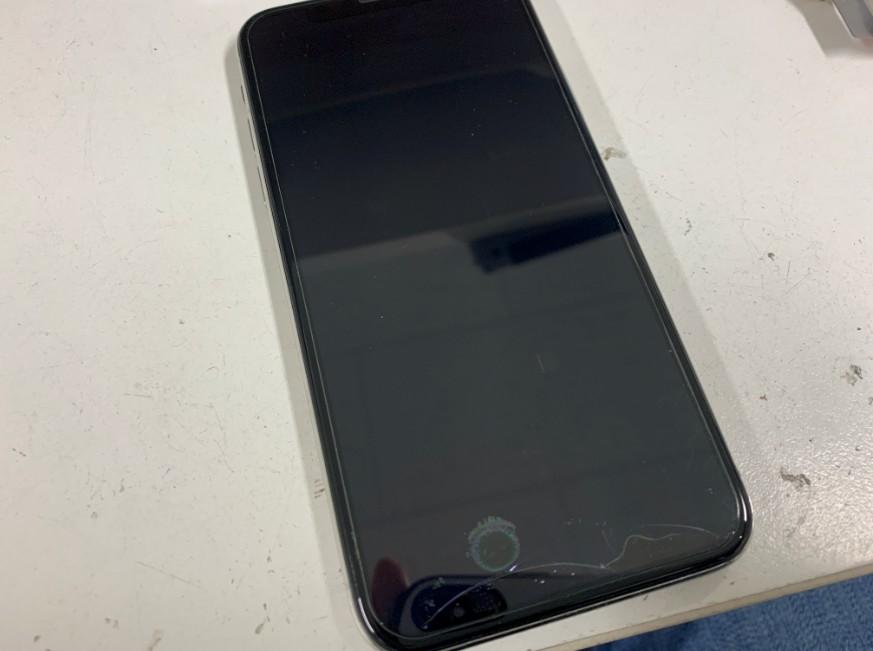 画面に何も映らないiPhone10