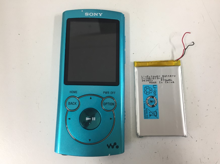 バッテリーを新品に交換したウォークマンNWS766