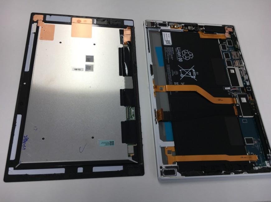 画面を取り出したXperia Z2 Tablet