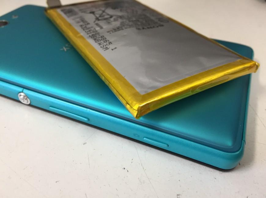 バッテリー交換で背面パネル浮きが改善したXperia ZL2