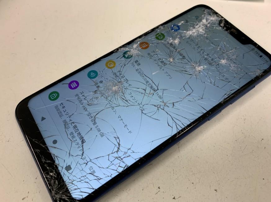 ガラスが粉々に割れたZenfone Max M2(ZB633KL)