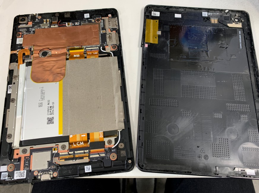 背面パネルを剥がしたZenPad 3 8.0