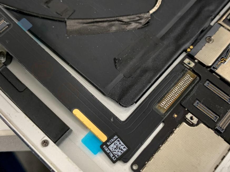 はんだ小手で充電部分を新品に交換したiPadAir2