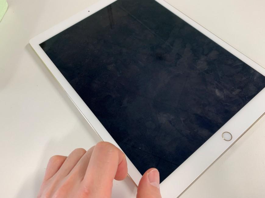 画面に何も映らないiPad Pro 12.9 (第1世代)