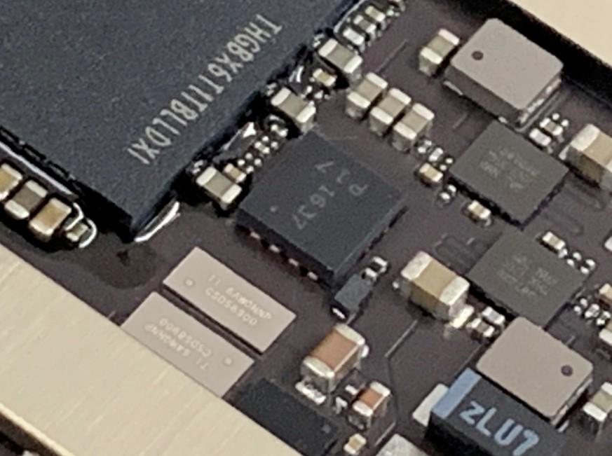 iPadPro12.9インチ第2世代の基板チップのズーム