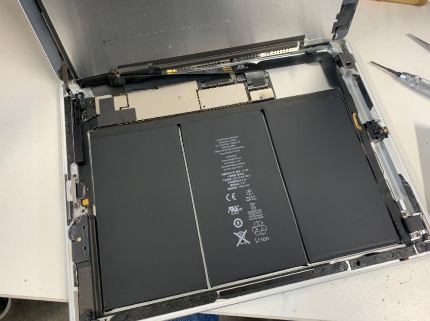 液晶も持ち上げたiPad第4世代