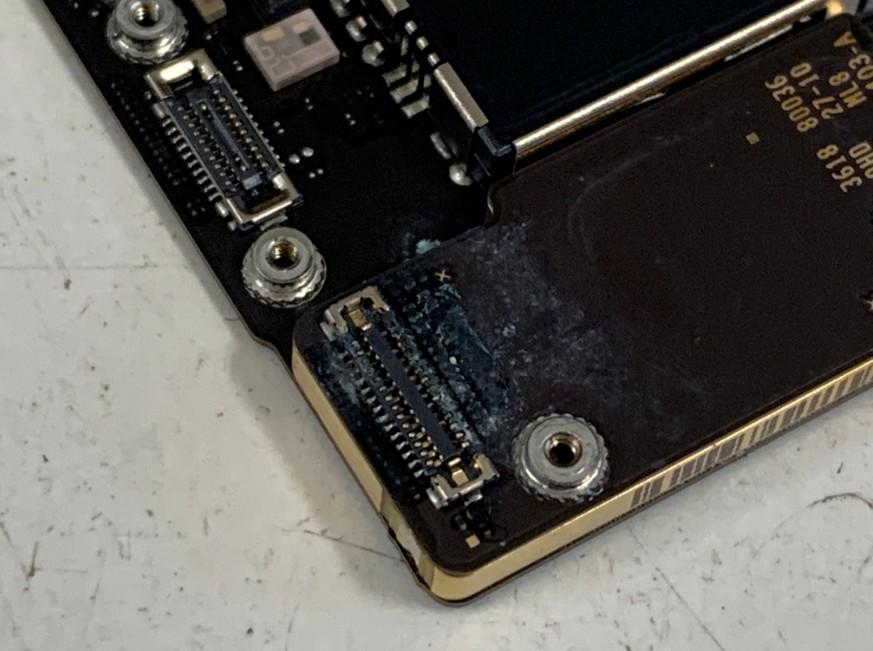基板が腐食しているiPhoneXSMax