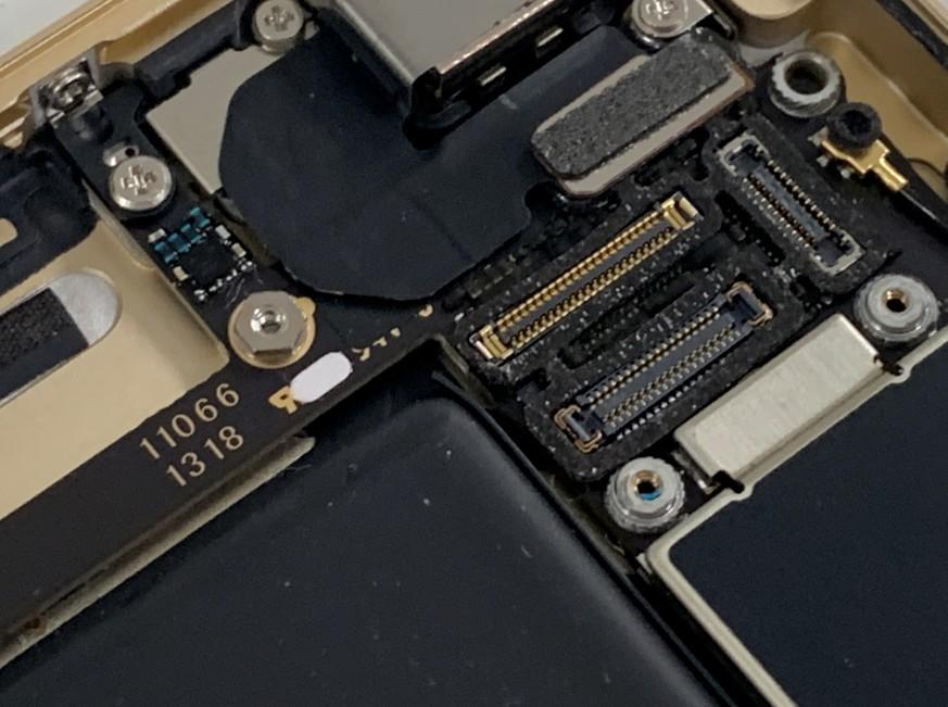 iPhone6sの基板点検途中