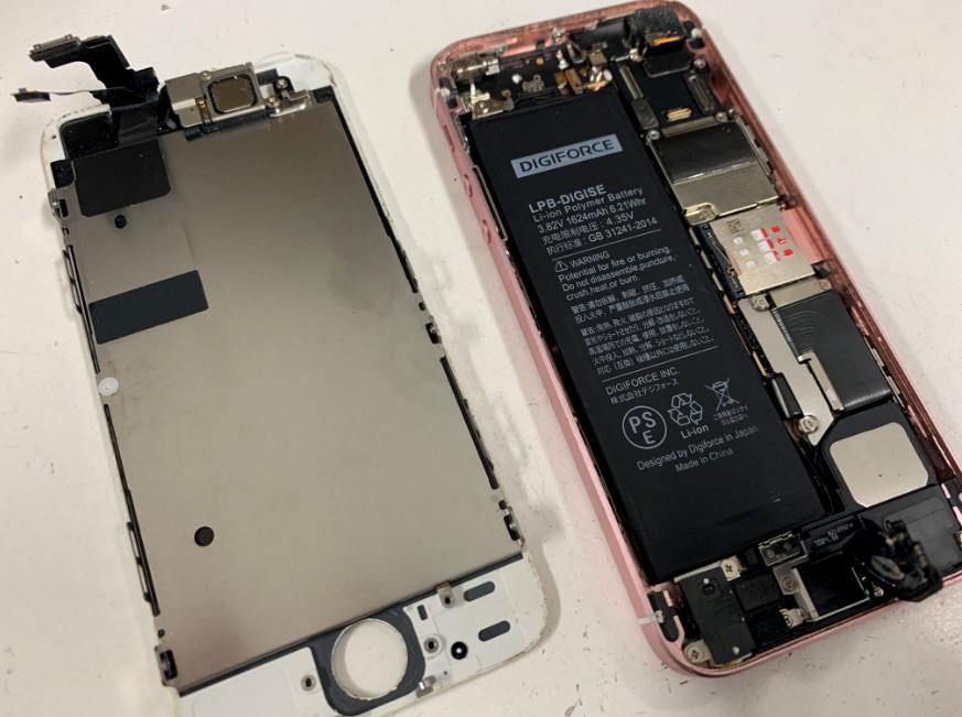 画面パーツを取り出したiPhoneSE