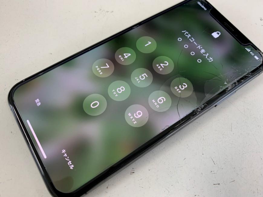画面が割れたiPhoneXS