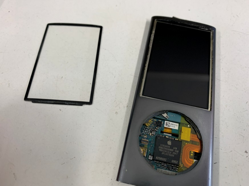 ガラスを剥がしたiPod nano第5世代