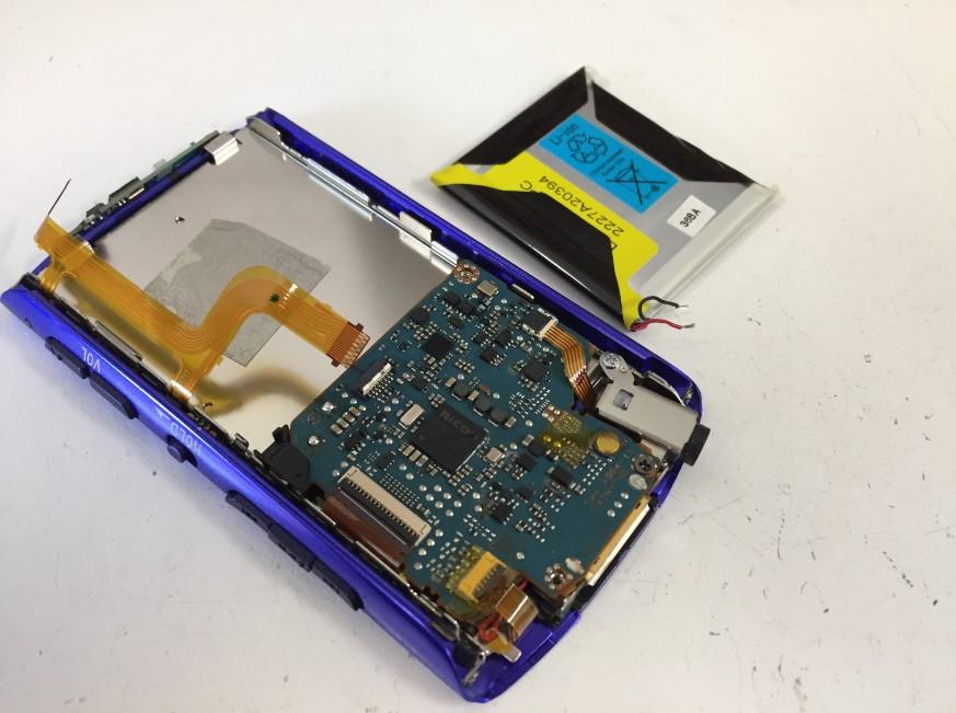 古いバッテリーを取り出したNW-A867
