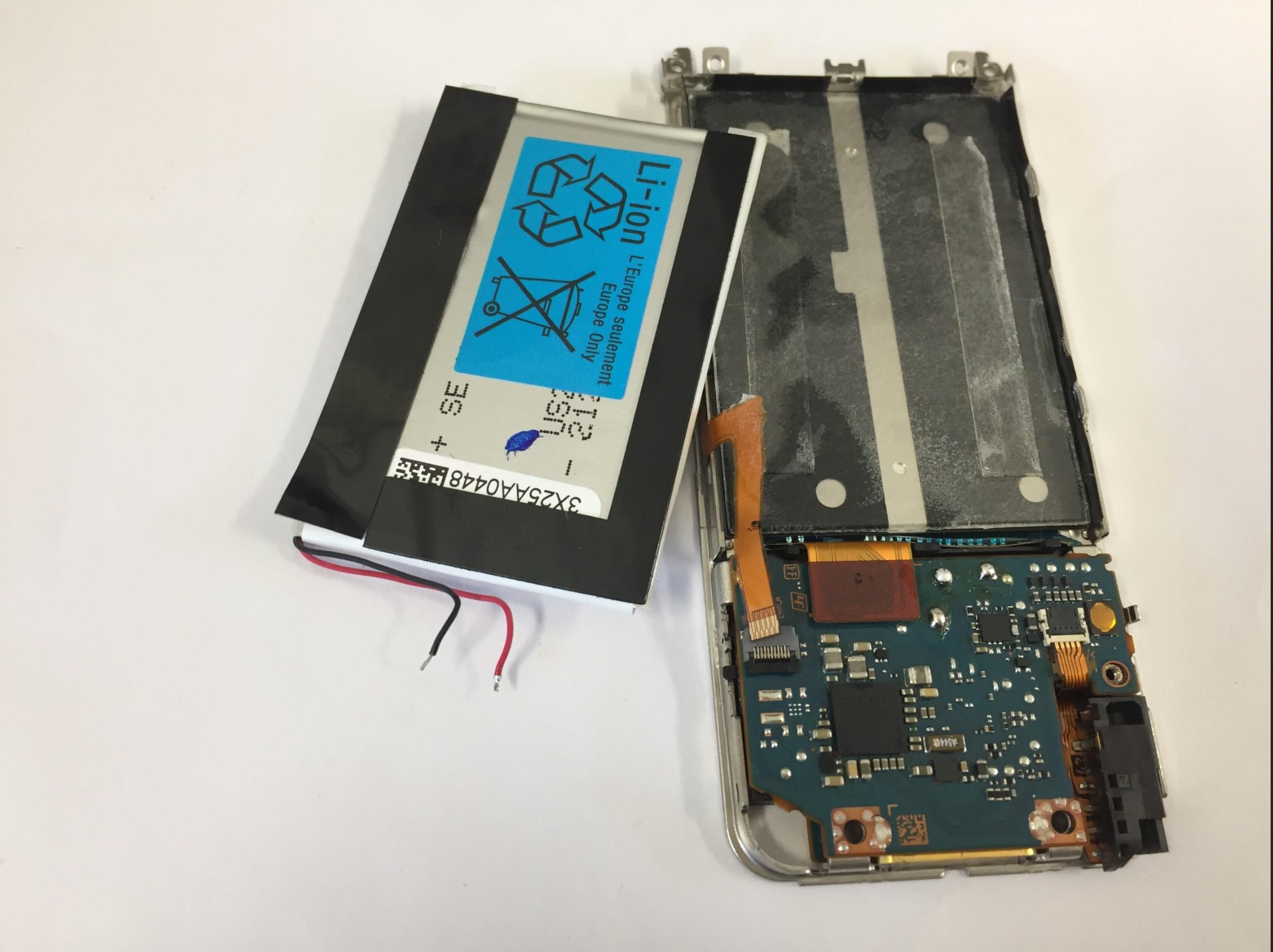 バッテリーを取り出したWALKMAN NW-S15