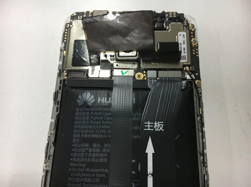 バッテリーコネクタを抜いたHUAWEI Mate9(MHA-L29)