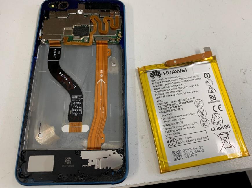 バッテリーを本体から取り出したP10 lite