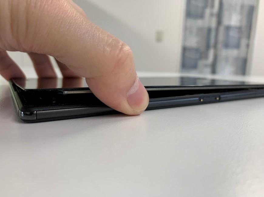 ガラスを少しだけ浮かせたXperia Z3 Tablet Compact