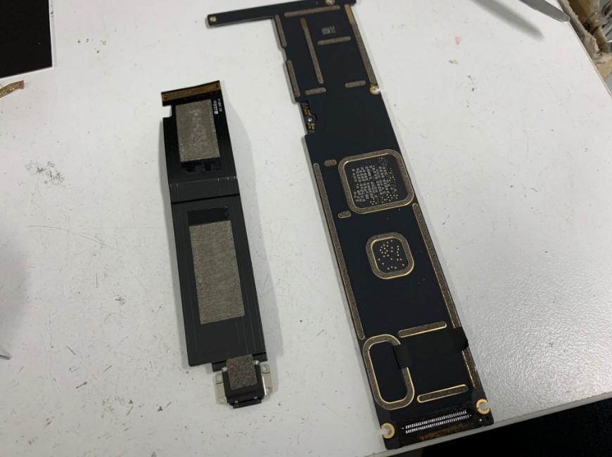 はんだ小手で充電口パーツを取り出したiPad Pro 12.9 第1世代