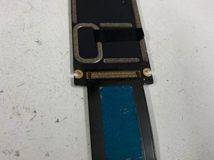 新品の充電口パーツをはんだ付けしたiPad Pro 12.9 第1世代