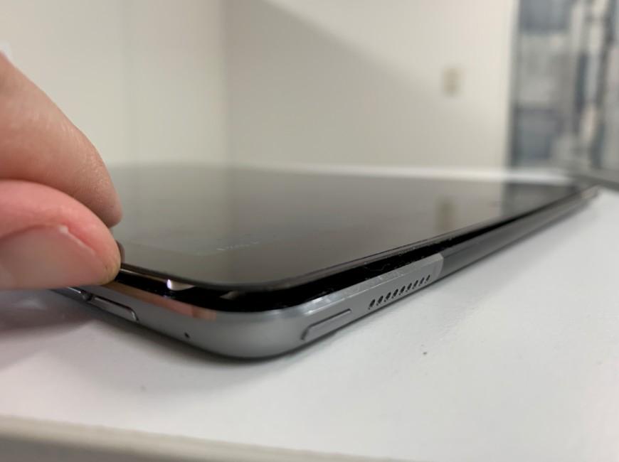 ガラスを剥がしたiPad Pro 12.9 第1世代